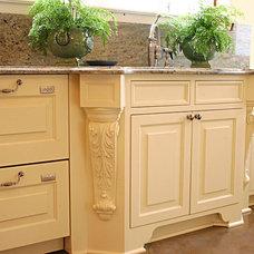 Traditional Kitchen by Wood Works Fine Custom Cabinetry Inc