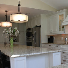 Traditional Kitchen by Top Builders LLC