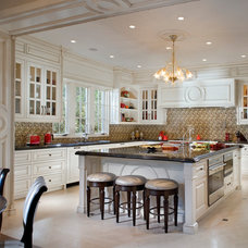 Traditional Kitchen by Passione