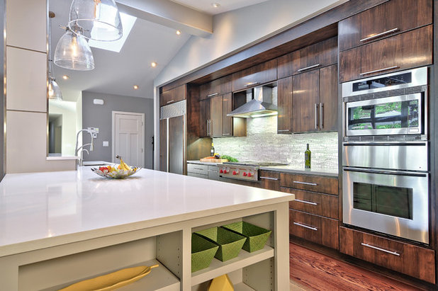 Bon Contemporary Kitchen By Realty Restoration, LLC