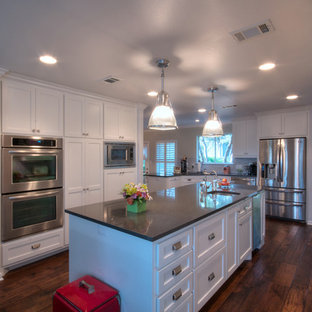 Large contemporary eat-in kitchen appliance - Example of a large trendy u-shaped medium tone wood floor eat-in kitchen design in Austin with an undermount sink, shaker cabinets, white cabinets, quartz countertops, white backsplash, stainless steel appliances and an island