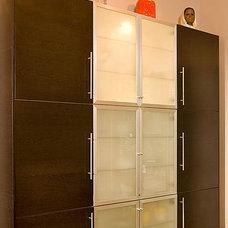 Modern Kitchen by Renewal Design-Build