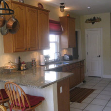 Traditional Kitchen by All 4 Show, LLC