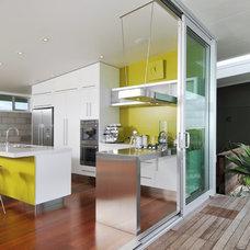 Modern Kitchen by Allister Ackers