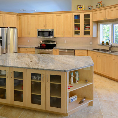 Inspiration for a mid-sized craftsman ceramic tile eat-in kitchen remodel in Miami with a double-bowl sink, shaker cabinets, light wood cabinets, granite countertops, ceramic backsplash, stainless steel appliances and an island
