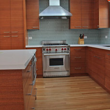Modern Kitchen by Cardea Building Co.