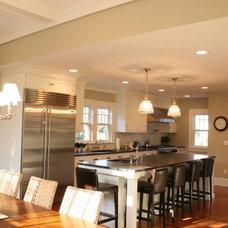 Modern Kitchen by De Biasse & Seminara Architects, PC