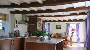 Kitchen and family dinning room by Teamwork Tenterden