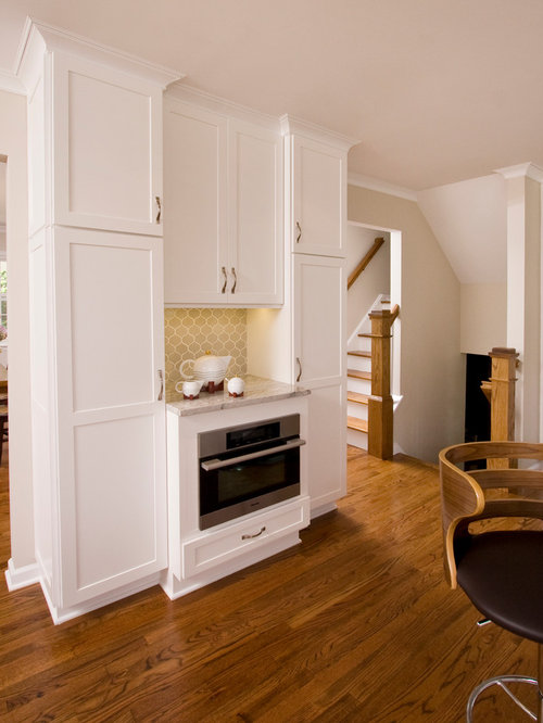Mid Sized Transitional Eat In Kitchen Designs   Mid Sized Transitional U