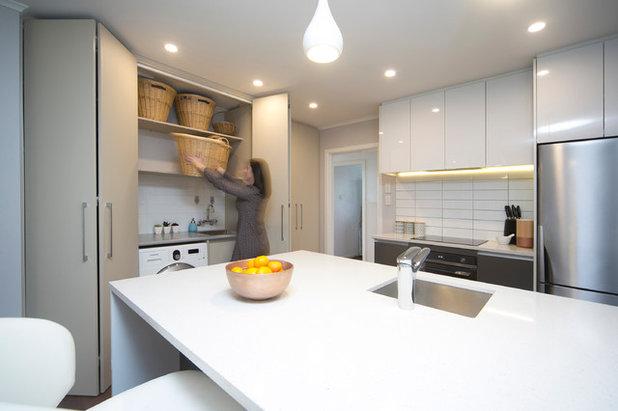 Modern Kitchen by Moda Kitchens