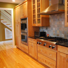 Traditional Kitchen by Midwest Construction Company of Barrington Inc