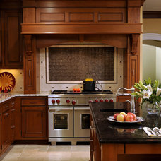 Traditional Kitchen by BOWA
