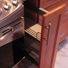 Traditional Kitchen by Armoires Promina Cabinets Inc.