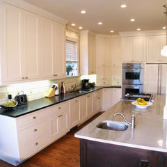 traditional kitchen by Greg Mix - Registered Architect