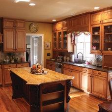 Traditional Kitchen by Atlanta Legacy Homes, Inc.