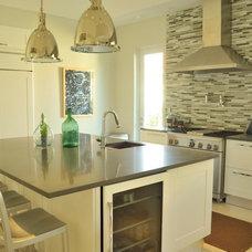 Modern Kitchen by B.Design