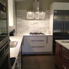 Modern Kitchen by World Mosaic (BC) Ltd.