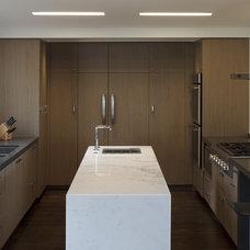Modern Kitchen by Martinkovic Milford Architects