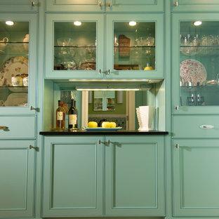 シアトルのコンテンポラリースタイルのおしゃれなキッチン (インセット扉のキャビネット、ターコイズのキャビネット) の写真
