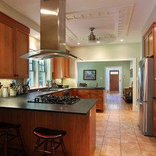 Craftsman Kitchen by Bennett Frank McCarthy Architects, Inc.
