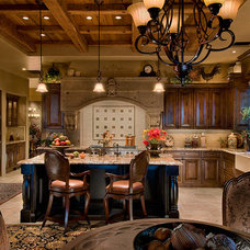 Mediterranean Kitchen by Beringer Fine Homes
