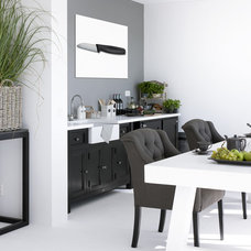 Contemporary Kitchen by HUISSTYLING