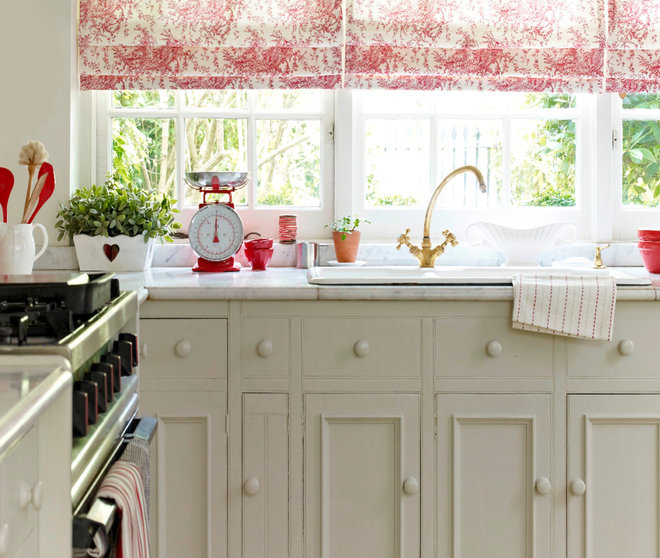 Traditional Kitchen by Hillarys
