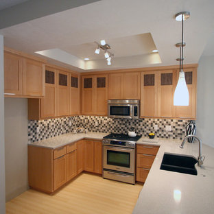 Inspiration for a mid-sized contemporary u-shaped bamboo floor eat-in kitchen remodel in Portland with an undermount sink, shaker cabinets, light wood cabinets, quartz countertops, multicolored backsplash, stainless steel appliances and a peninsula