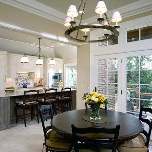 Ejemplo de cocina comedor de galera, clásica, con armarios con paneles empotrados, puertas de armario blancas, salpicadero multicolor y electrodomésticos con paneles
