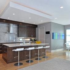 Modern Kitchen by Bruce Johnson & Associates Interior Design