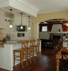 traditional kitchen by Behr Design