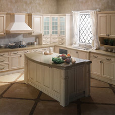Traditional Kitchen by oppein