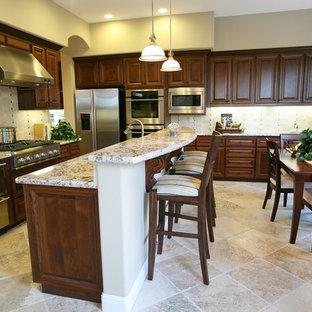 Traditional kitchen appliance - Elegant kitchen photo in Boston