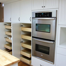 Contemporary Kitchen by Craig Thompson Contracting