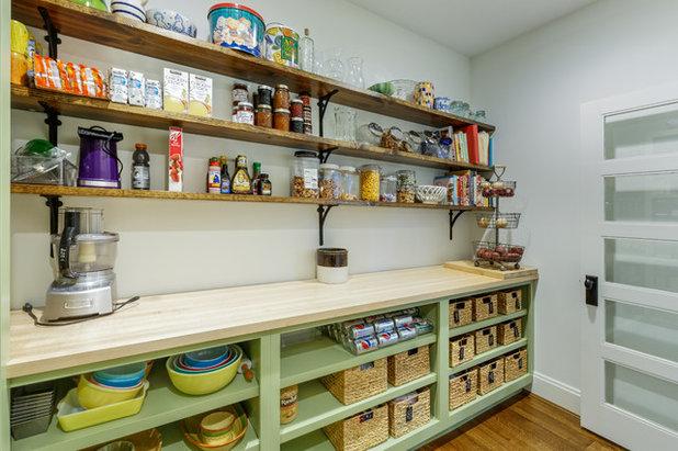 カントリー キッチン by Riverside Custom Cabinetry