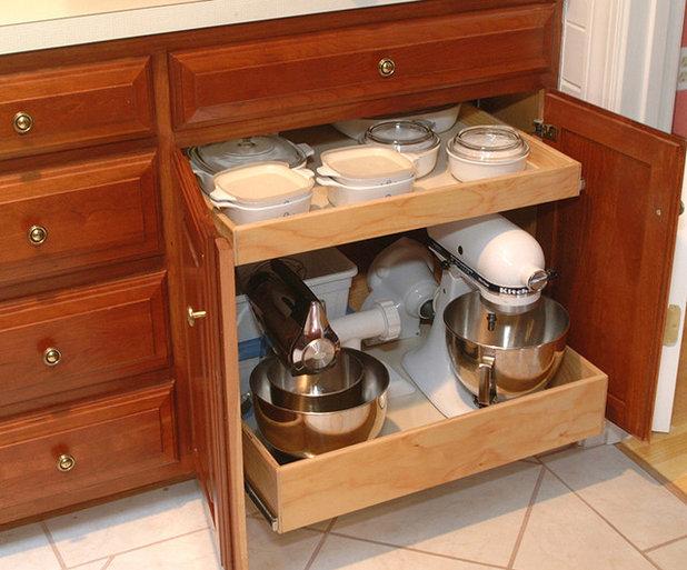 Traditional Kitchen by Elizabeth Beach Hacking, ShelfGenie Designer