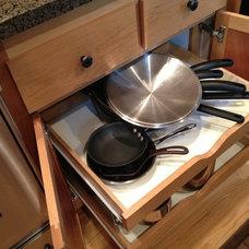 Contemporary Kitchen by Ellis Design Group, LLC