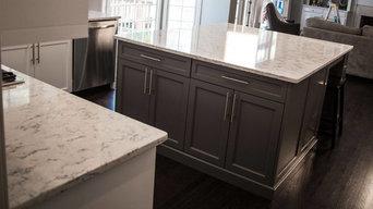 Kitchen Cabinets/Island