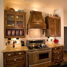 Traditional Kitchen by ULTIMATE CABINETS