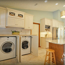 Contemporary Kitchen by Carol Twomey - S&W Kitchens