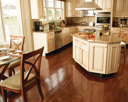 Traditional Kitchen With Light Wood Cabinets Design Ideas