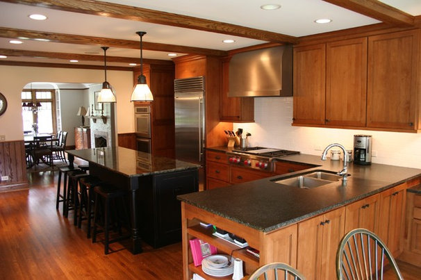 Traditional Kitchen by Carr Warner, Architects