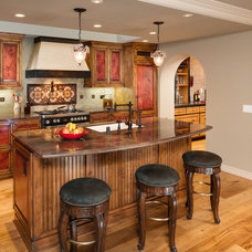 Traditional Kitchen by Catherine Monaghan