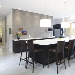 modern kitchen by Chang + Sylligardos Architects