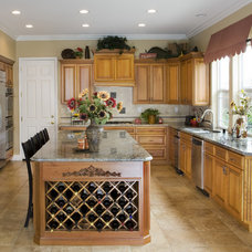 Traditional Kitchen by Schmitz Woodworks