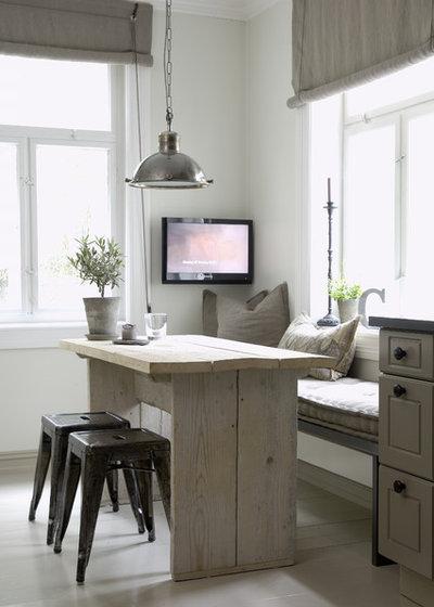 Spectacular Farmhouse Kitchen by Christine F Interiordesign AS