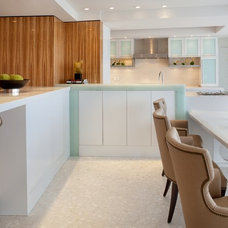 Tropical Kitchen by Cindy Ray Interiors, Inc.