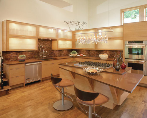 Trendy L Shaped Kitchen Photo In New York With An Undermount Sink, Light  Wood