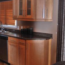 Traditional Kitchen by Elite Kitchens & Decor