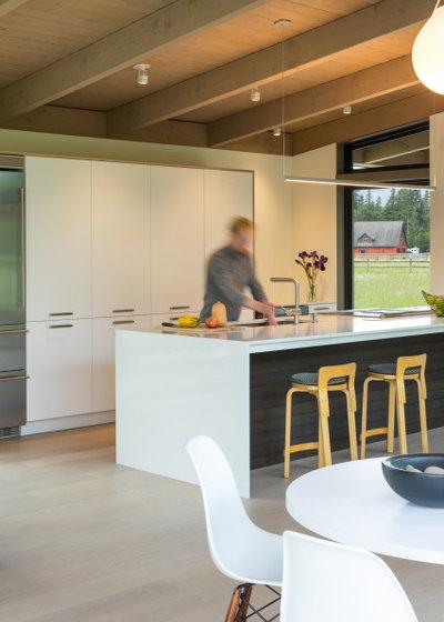ミッドセンチュリー キッチン by David Coleman / Architecture